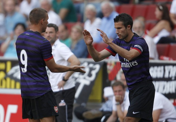 Arsenal confirm sale of Van Persie to United