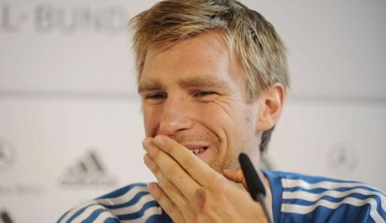 Mertesacker has pop at German press for repeating British press